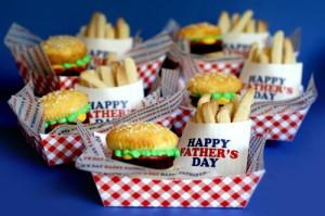 ideas para cupcakes - cesta comida rapida
